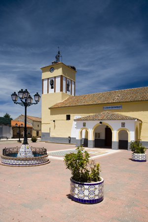 IGLESIA DE SAN BARTOLOME APOSTOL .jpg