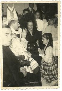 Encarna Martinez en la comunión en San Bartolome de las Abiertas